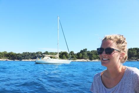 Scehawk anchored between the two islands