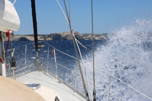 Waves in the Bonifacio Strait