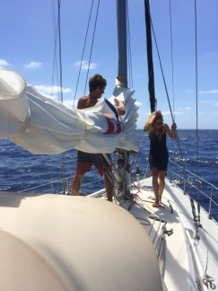 Teamwork on the main sail