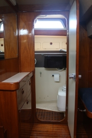 Access aft head from aft cabin