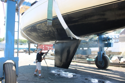 Pressure clean of the hull